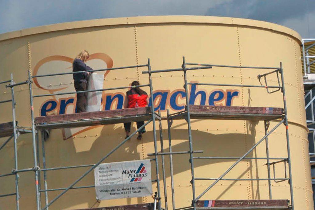 Kunde: erlenbacher backwaren gmbh . Groß-Gerau . Beschriftung Industriesilo (Digitaldruck konturgeschnitten)